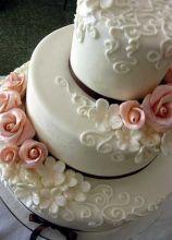 La wedding cake rosa e bianca