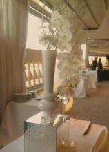 Orchidee bianche per il ricevimento di matrimonio