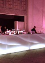 Angolo bar per il matrimonio con bancone illuminato