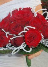 Bouquet di rose rosse per la sposa