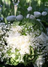 Fiori per la cerimonia di nozze in giardino