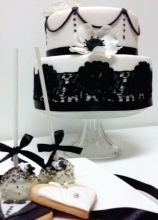 Wedding cake, cake pops e biscotti black and white