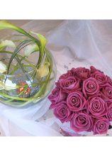 Centrotavola con ampolla e calle e rose