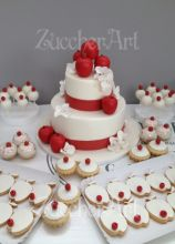 Torta di matrimonio con mele rosse e biscotti