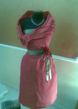 Abito da cerimonia rosa con cinta verde