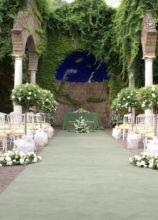 Fiori per la cerimonia di un matrimonio all'aperto