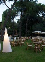 Illuminazione coni per il ricevimento in giardino