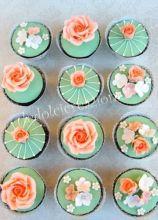 Mini cake con decorazioni di fiori