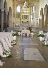 Allestimento total white per la chiesa