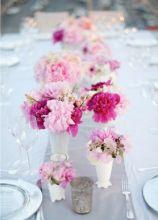 Tavolo imperiale con peonie e lathyrus