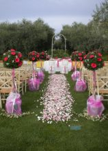 Matrimonio all'aperto con alberelli