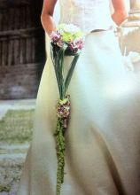Particolare bouquet cadente per la sposa