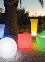 Strutture di design per l'illuminazione della location di matrimonio