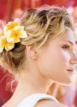Trucco acqua e sapone e fiore tra i capelli