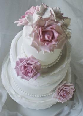 Torta di nozze con rose di zucchero