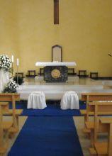 La chiesa in blu per il matrimonio