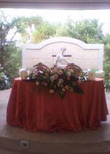 Rose bianche e rosa per il tavolo degli sposi