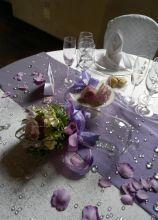Tavolo apparecchiato per il ricevimento di matrimonio
