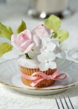 Decorazione floreale per i tavoli delle nozze