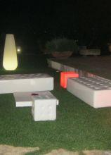 Arredi luminosi per la zona relax in giardino