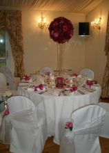 Alzata di fiori a palla per le nozze