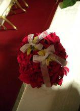 Addobbo floreale rosso con perline