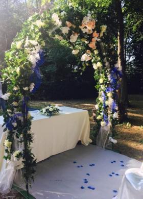 Insolito Fiori - Arco di fiori decorativo