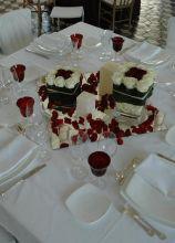 Romantico e moderno matrimonio in rosso