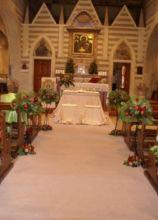 Fiori e mele per la cerimonia di matrimonio nella Chiesa di S. Maria di Galeria