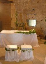 Decorazione floreale della chiesa per il matrimonio