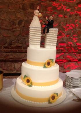 Wedding cake gialla con girasoli
