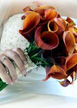 Bouquet a fascio di calle arancioni