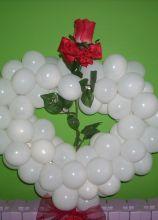 Cuore di palloncini per gli sposi