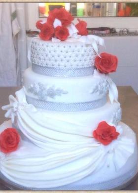 Wedding cake bianca con rose