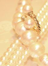 Collana e anello di perle per il matrimonio
