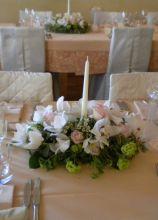 Centrotavola floreale classico con candela