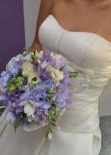 Bouquet di fiori bianchi e lilla per la sposa