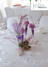 Centrotavola originale di fiori lilla per il ricevimento