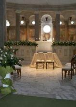 Allestimento floreale per la chiesa sui toni del verde