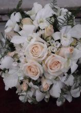 Bouquet per la sposa realizzato con candide rose