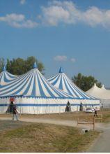 Tensostruttura a forma di tendone da circo peer un matrimonio stravagante