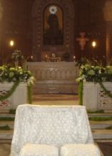 Decoro floreale per l'altare della chiesa