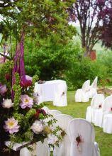 Allestimento della cerimonia  in giardino sui toni del viola