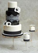 Weddin e mini cake black and white