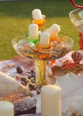Cetrotavola di candele e conchiglie per il matrimonio