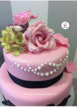 Weddin cake rosa pastello con fiori di zucchero