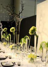 Allestimento floreale del tavolo per il ricevimento di matrimonio