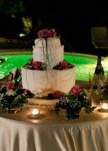 Torta nuziale multipiano con rose