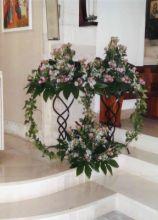 Originale composizione floreale per la chiesa