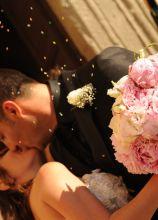 Bouquet della sposa realizzato con peonie rosa